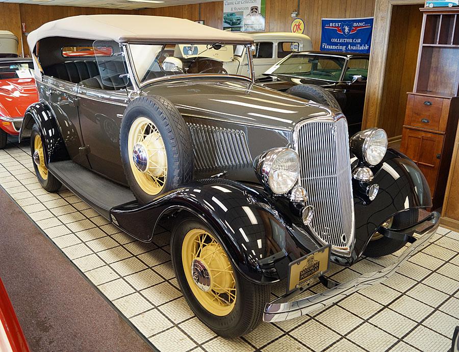 Ford  Model 40 Deluxe V8